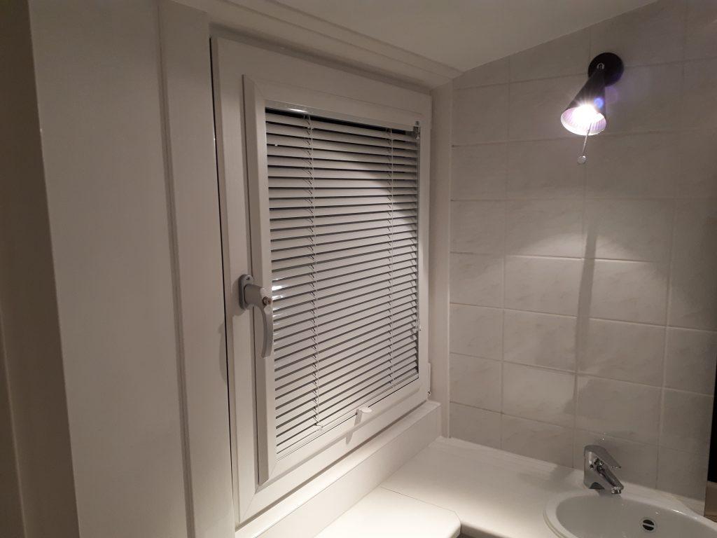 Jaloezie Voor Badkamer : Projecten kt raamdecoratie